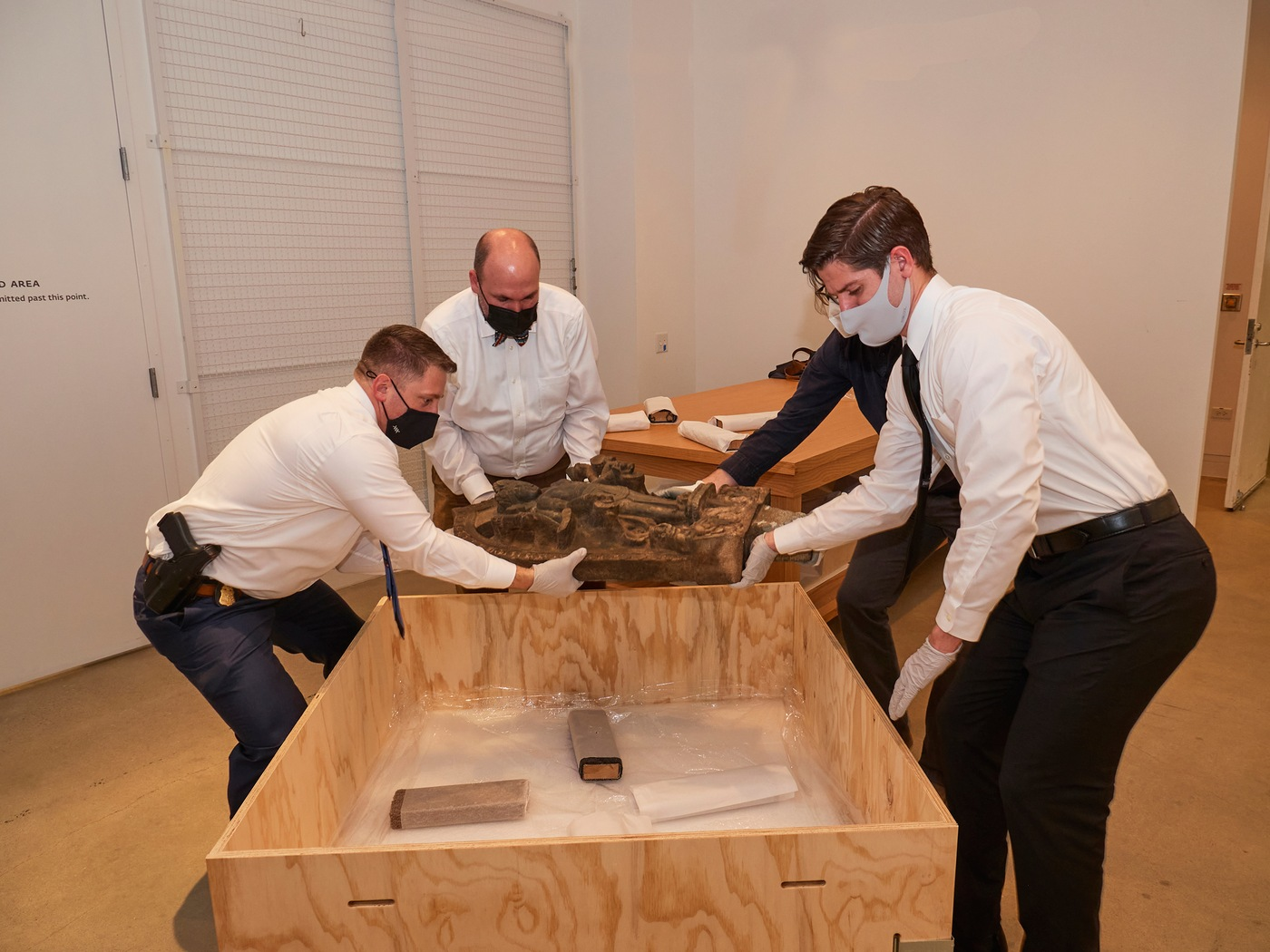 FBI agents trained in art transportation package and crate the Stele of Lakshmi-Narayana at the Dallas Museum of Art on March 2, 2021, in preparation for its return to the government of Nepal. (Photo courtesy of the Dallas Museum of Art)