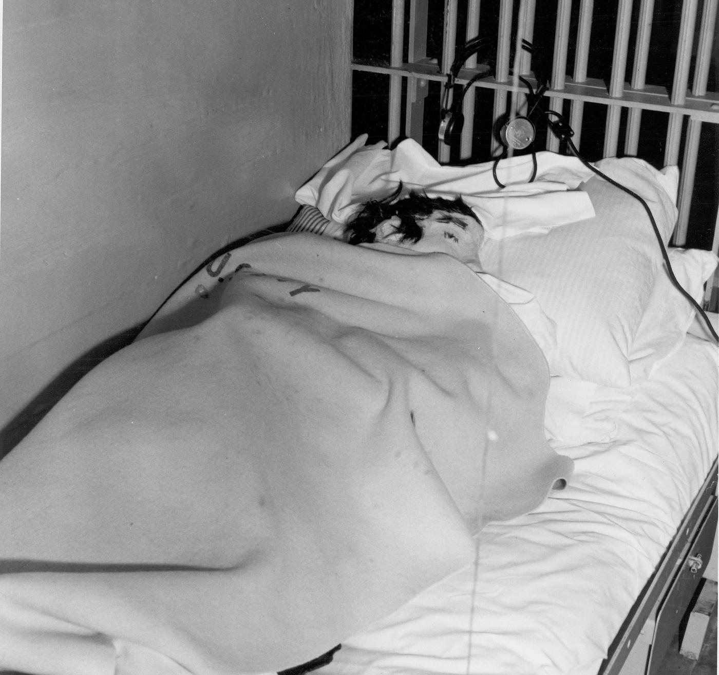 Alcatraz Dummy Head in Bed