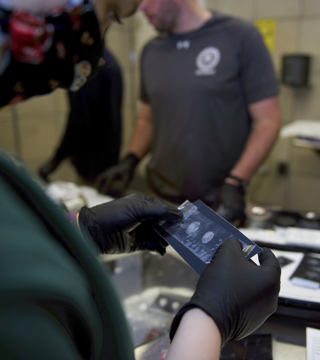 Photo of students learning fingerprinting in an ERT Basic Course.