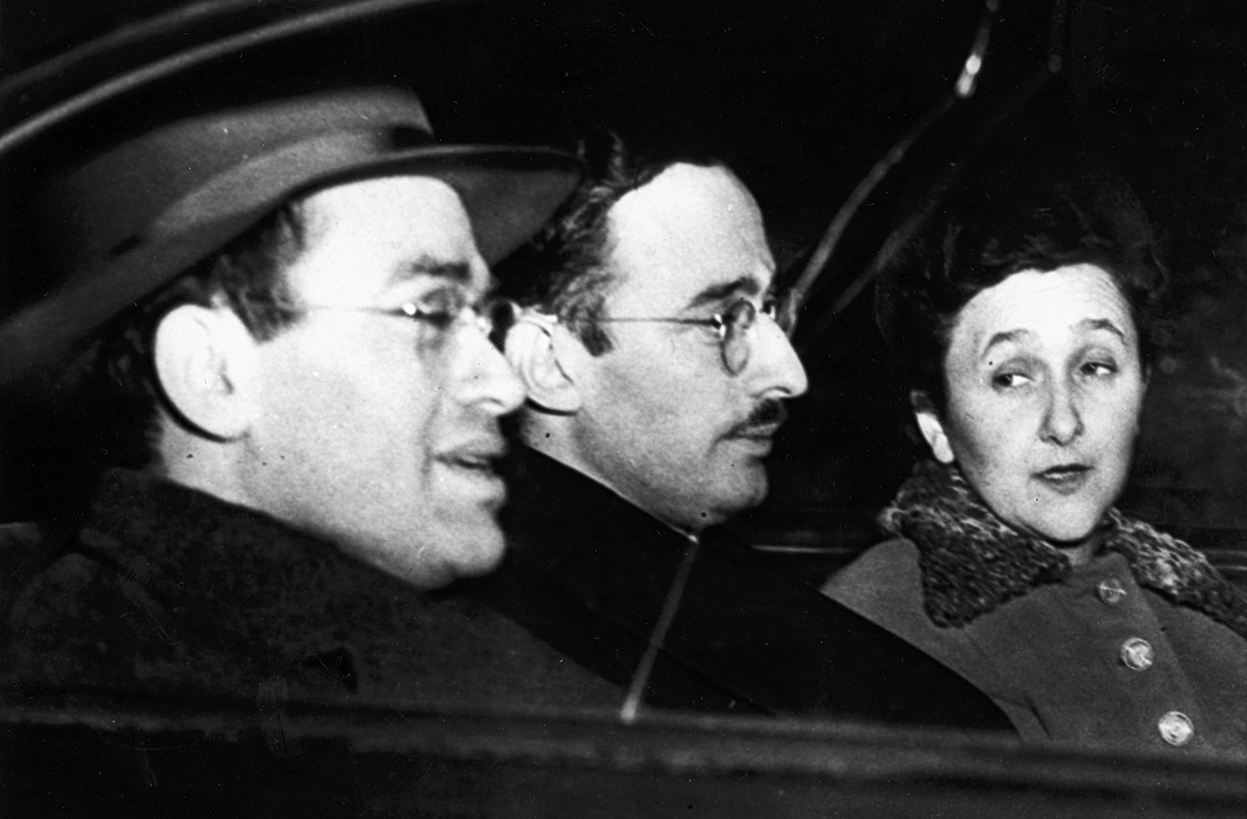 Julius and Ethel Rosenberg, on trial for espionage, ride with Morton Sobell (far left), a member of thier spy ring in 1951.